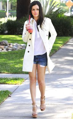 Seen on Celebrity Style Guide: Rachel Bilson wore this white trench coat and wedge sandals out for a walk in Los Angeles March 19 (Photo: Startraks) Bye Bye Birdie, Poppy Delevingne, Rachel Bilson, Carrie Bradshaw, Zoe Hart Style, Victoria Beckham, Trench Coat Beige, Celebrity Style Guide, Celeb Style