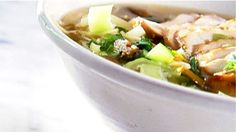 Asian soup-chicken dinners - Recipes - À la di Stasio Quebec, Clean Eating Soup, Asian Soup, Asian Recipes, Ethnic Recipes, Soup And Sandwich, Mets, Dessert Recipes, Yummy Recipes