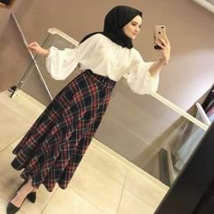 Fashion Style Women HijabA scarf is central to the part in the outfits of ladies along with hijab. Modest Fashion Hijab, Modern Hijab Fashion, Casual Hijab Outfit, Hijab Chic, Muslim Fashion, Fashion Dresses, Modest Dresses, Casual Dresses, Hijab Abaya