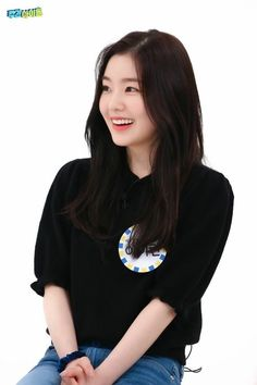 South Korean Girls, Korean Girl Groups, Red Velvet Irene, Velvet Fashion, Girl Bands, Face Shapes, Korean Singer, How To Look Better, Beautiful People