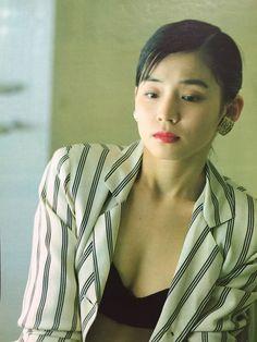 石田ゆり子 Yuriko Ishida Japanese Beauty, Asian Beauty, Japan Model, Online Collections, Salma Hayek, Pretty Girls, Romantic, Actresses, Portrait
