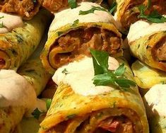 Sertésszűz krumplis palacsintába töltve   Fejes Anikó receptje - Cookpad receptek Tacos, Turkey, Meat, Chicken, Ethnic Recipes, Food, Turkey Country, Essen, Meals