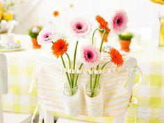 Die Gerbera schmückt den Stuhl  #blumen #easter #flowers #twbm #ostern #gerbera