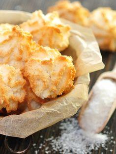 Sie gehören zu den schnellsten, einfachsten und gleichzeitig leckersten Plätzchen der Weihnachtsbäckerei: Kokosmakronen. Karibisches Flair