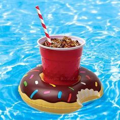1 Pcs Swimming Beverage Boat Inflatable Cup Drink Can Holder Pool Float. 1 x Beverage Boat Inflatable Cup Drink Can Holder. The beautiful and convenient: inflatable products small size, light weight. Drink Floaties, Pool Party Drinks, Floating Drink Holder, Floating Water, Piscina Intex, Structures Gonflables, Frost Donuts, Cool Pool Floats, Sprinkle Donut