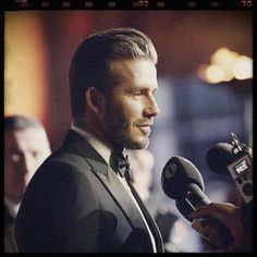50 David Beckham hair styles - we have fohawks, all his dyed blonde hairstyles, the shaved sides look, the spiky hair that was crazy popular, & lots more! Mens Hairstyles Oval Face, Beckham Hair, Oval Faces, Shaved Sides, David Beckham, Hair Ideas, Blonde Hair, Hair Styles, Blonder Hair