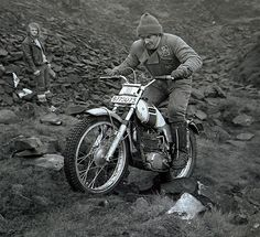 1970 - Mick Andrews rides the prototype 250 Ossa Enduro Vintage, Vintage Motocross, Vintage Bikes, Vintage Motorcycles, Cars And Motorcycles, Mx Bikes, Dirt Bikes, Cool Bikes, Motogp