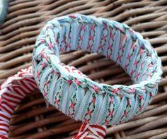 Bracciali Rigidi Fai da Te http://www.lovediy.it/bracciali-rigidi-fai-da-te/ Bracciali rigidi fai da te realizzati con i #nastri, per arricchire il #look, aggiungendo alla 'mise' un tocco di colore!