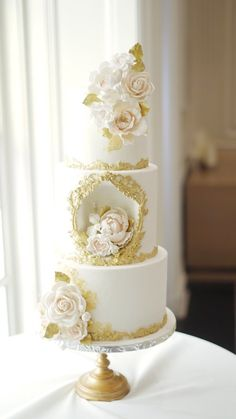 White Wedding Cakes, Beautiful Wedding Cakes, Beautiful Cakes, Gold Wedding, Amazing Cakes, Queen Cakes, Pretty Cakes, Happy Anniversary, Cupcake Cakes