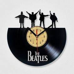 Vinyl Clock The Beatles HELP . Upcycling by TheVinylEatersShop