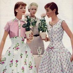 """robes de jour...  j'ai la chance d'avoir dans mes placards, un modèle """"collector"""", quasi identique à la robe de gauche, en organdi brodé, qui appartenait à ma mère et qui fut réalisé par ma grand-mère... merci maman! ;)"""