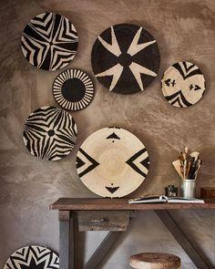 Every time a new load of baskets arrives, I cannot resist choosing one for myself .... every piece is a piece of art #basketlove #basketaddiction #handmade #zimbabwe #geometricdesign #wallart #blackandwhite #limepaint styling @cleoscheulderman photography @jeroenvanderspek