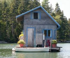 Hideaway: The Browns live in their home on Perry Creek from May to November Small Living, Houseboats, Floating Homes, Water House, Maison Transportable, Triton Boats, Awesome, It's Amazing, Tiny Spaces