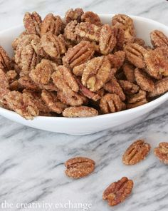 Favorite Christmas Snacks and Printable Gift Tag Easy sugared pecans that are out of this world. Made in the microwave but you would never know it! Pecan Recipes, Sweets Recipes, Snack Recipes, Cooking Recipes, Healthy Recipes, Desserts, Savory Snacks, Healthy Sweets, Finger Food Appetizers