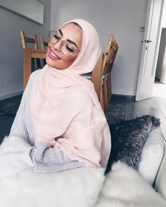 The post appeared first on Mode Frauen. Islamic Fashion, Muslim Fashion, Modest Fashion, Modest Wear, Modest Outfits, Hijab Fashion Inspiration, Style Inspiration, Modele Hijab, Hijab Trends