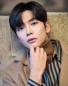 Actors Male, Korean Actors, Actors & Actresses, Kim Ro Woon, Korean Drama Stars, Chani Sf9, Cute Asian Guys, Mr Style, Perfect Boy