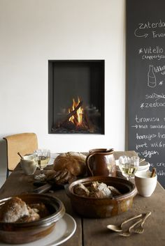 Fireplaces Trends - Tulp Gas Fireplace B-fire 60 - Authentic Touch in the Country Style Kitchen! Home Fireplace, Modern Fireplace, Fireplace Design, Fireplaces, Minimalist Fireplace, Rustic Kitchen, Kitchen Dining, Dining Room, Kitchen Ware
