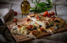 Φοκάτσια με φρέσκια μυζήθρα, τοματίνια και κρεμμύδι Tacos, Pizza, Bread, Ethnic Recipes, Food, Meals, Breads, Bakeries, Yemek