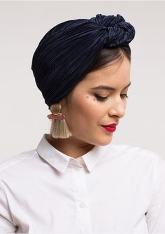 Retro tulbanden - Indira de Paris - put it on your body - Turban Head Scarf Styles, Hair Styles, Turbans, Headscarves, Mode Turban, Hair Cover, Turban Style, Business Outfit, Scarf Hairstyles