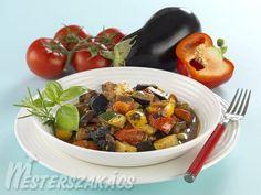 Ratatouille (francia lecsó) recept elkészítése - 1. A hagymát megtisztítjuk, a paprikát kicsumázzuk, a cukkini és a padlizsán végeit levágjuk, a pa...