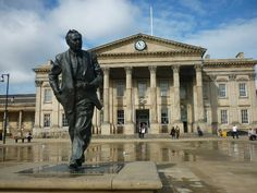 Harold Wilson statue outside Huddersfield railway station Harold Wilson, Life Moves Pretty Fast, The Outsiders, Louvre, Statue, History, Travel, Historia, Viajes