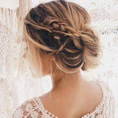 10 Stunning Up Do Frisuren – Bun Updo Frisur Designs für Frauen