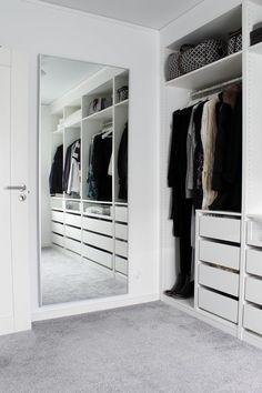 Kleidung / Schrank - Apt - - Make up ideen - Clothing / closet - Apt - - Make up ideas - Closet Bedroom, Bedroom Storage, Home Bedroom, Closet Mirror, Vanity In Closet, Shoe Closet, Kids Bedroom, Master Bedroom, Walk In Closet Design
