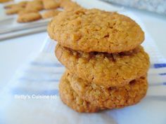 Αυτά πια δεν είναι μπισκότα, είναι ένεση ενέργειας και δύναμης! J Υλικά για 30 μπισκότα: 115 γρ μαργαρίνη 115 γρ μέλι 115 γρ κα... Healthy Sweets, Healthy Recipes, Cookie Recipes, Dessert Recipes, Greek Desserts, Cookie Pie, Confectionery, Nutella, Sugar Free