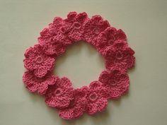 Fleurs au crochet en coton rose, 2.5 cm, appliques : http://www.alittlemarket.com/ecussons-appliques/fr_fleurs_au_crochet_en_coton_rose_2_5_cm_appliques_-13095449.html