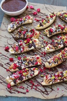 Take Your Snacking From Boring to Beautiful With These Banana-Boat Combos - recipes Healthy Picnic, Picnic Snacks, Quick Healthy Meals, Healthy Snacks, Easy Meals, Boat Snacks, Healthy Soup, Fruit Recipes, Snack Recipes