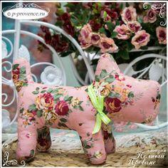 Собачка мягкая игрушка интерьерная Винтажные розы 1498-2