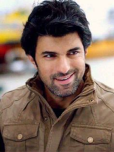 Engin Akyürek, I like his look here, the later 2017 new look is just not Engin. Turkish Men, Turkish Beauty, Turkish Actors, 80s Actresses, Actors Funny, Netflix, Bollywood, Love Is Everything, Actrices Hollywood
