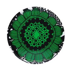 Produkteinzelabbildung des runden Siirtolapuutarha Tabletts mit einem Durchmesser von 46 cm in de Farben Grün, Weiß und Schwarz. Ein leichtes und robustes Tablett aus laminiertem Birkenholz mit einer Illustration von Maija Louekari.