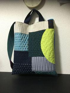 modern patchwork and sashiko Sashiko Embroidery, Japanese Embroidery, Patchwork Bags, Quilted Bag, Handmade Handbags, Handmade Bags, Boro Stitching, Denim Bag, Fabric Bags