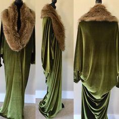 style Retro robe - Velvet Hollywood style-olive green velvet- Full length robe-faux fur collar-Wedding-burlesque-gift for her Hollywood Fashion, Old Hollywood Style, Hollywood Actresses, Faux Fur Collar, Fur Collars, Vintage Outfits, Vintage Fashion, 1920s Fashion Women, Gothic Fashion