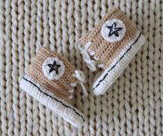 VIRKKASIN: OHJE vauvan virkatut Converse tossut Hoe, Knit Crochet, Crochet Hats, Baby Girl Dresses, Beanie, Converse, Sewing, Knitting, Kids