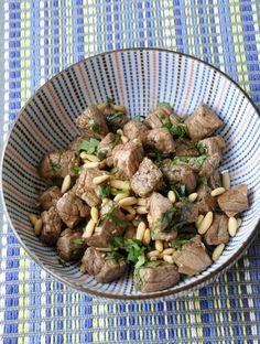 Bœuf sauté aux pignons grillés et gingembre confit, d'après la Bible Culinaire des sœurs Scotto