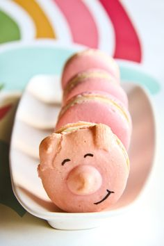 Piggy Macarons: Love the smile!
