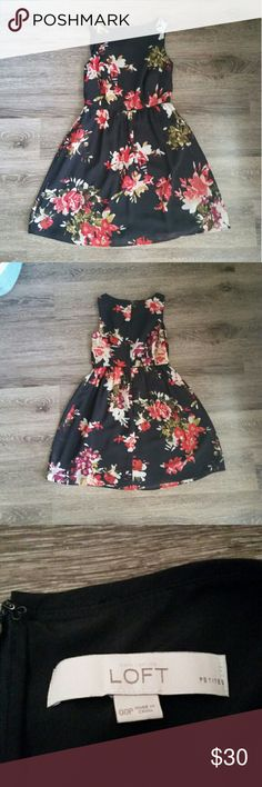 ☇Flash Sale☇PETITE LOFT Black Floral Dress Brand: LOFT Size: 00, Petite Condition: Gently worn (worn twice), no tags, good condition Notes: Purchased in 2015 **Item comes from a pet free and smoke free home** ** All items are washed or ironed before sent** LOFT Dresses Mini