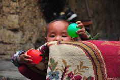 zu Besuch bei einem chinesischen Wanderarbeiter Nongmingong in Chengdu, Sichuan, China Chengdu, China, Straw Bag, Bags, Migrant Worker, Worker Bee, Chinese, Hiking, Pictures