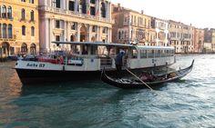 Do you prefer gondola or waterbus to cross Grand Canal? - Per attraversare il Canal Grande, preferite la gondola o il battello di linea 1?