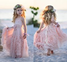 2016 Unique Design Flower Girls Dresses for Weddings Handmade Flowers Lace Boho Pink Green Girls Pageant Gowns Child First Communion Dress, so cute