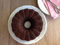 Um Bolo de Alfarroba e Coco Sem Glúten, Sem Lactose e sem complicação! Esse bolo nem leva farinha... Será que vc adivinha do que ele é feito?