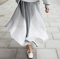 jupe plissée blanche femme moderne chic