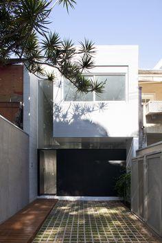 Casa 4×30 by CR2 Architecture + FGMF in Brazil