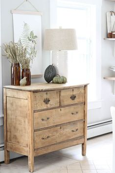 Tidy engineered simple country home decor Full Article Fall Home Decor, Autumn Home, Rooms For Rent, Small Space Interior Design, Country Style Homes, Dresser As Nightstand, Home Decor Inspiration, Country Decor, House Tours
