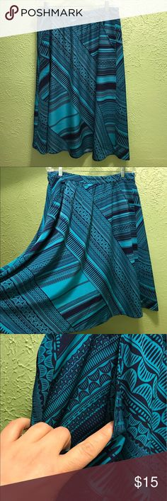 Teal & navy full skirt with pocket. This is a pretty full skirt from Old Navy. It has partial elastic in the waist band and pockets. It flows away from the body & is very comfortable. Old Navy Skirts