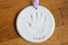 Lavoretto con pasta di sale: l'impronta della mano