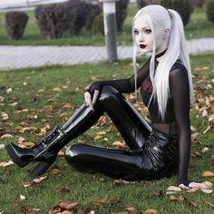 Dark Beauty, Gothic Beauty, Dark Fashion, Gothic Fashion, Anastasia Model, Vinyl Leggings, Hot Goth Girls, Gotham Girls, Leder Outfits