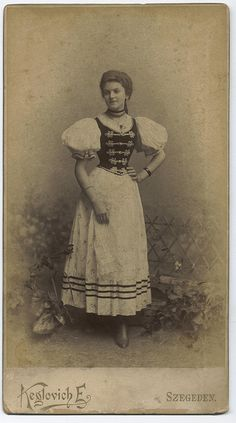 Keglovich Emil: The girl from szeged. Vintage Photographs, Vintage Images, Old Pictures, Old Photos, Costume Patterns, Family History, Hungary, Folk Art, 1